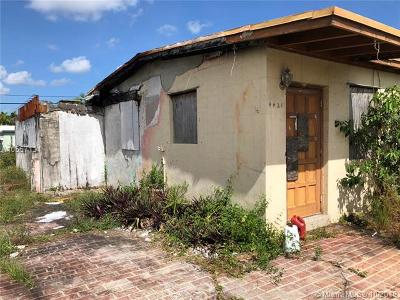 Broward County Single Family Home For Sale: 4421 SW 40th St