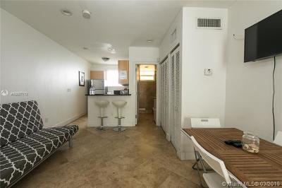 Miami Beach Condo For Sale: 751 Collins Ave #4