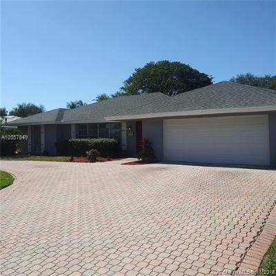 Palm Beach County Single Family Home For Sale: 8101 W Lake Dr