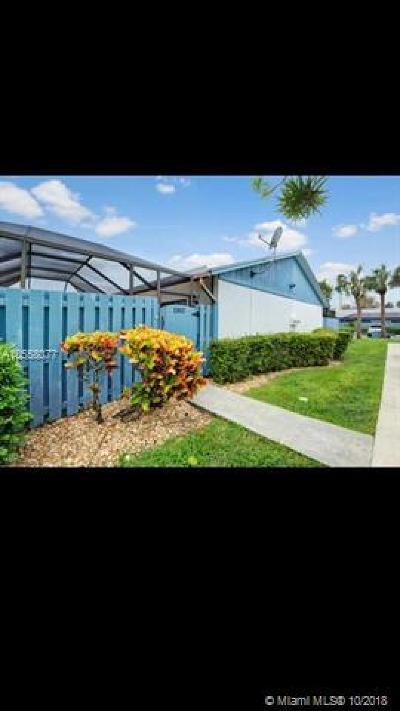 Palm Beach County Condo For Sale: 1302 Timberlane Cir #13-B