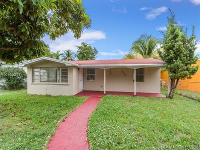 Hollywood Single Family Home For Sale: 2527 McKinley St