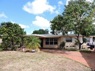 Pembroke Pines Single Family Home For Sale: 7151 SW 11th St