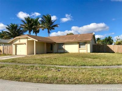 North Lauderdale Single Family Home For Sale: 7601 SW 7th Pl
