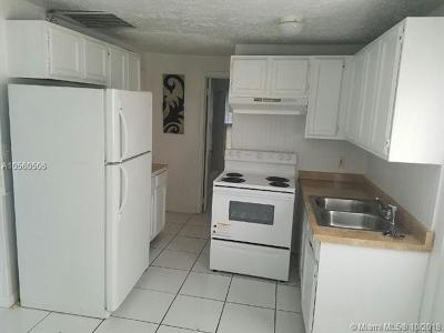 Pompano Beach Multi Family Home For Sale: 210 NE 9th St