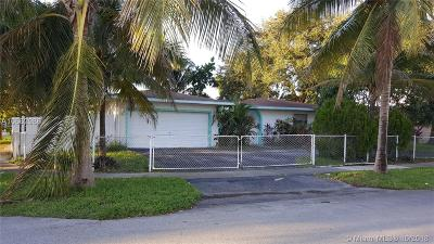Lauderhill Single Family Home For Auction: 8021 NW 44th Ct