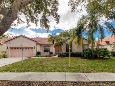 Cooper City Single Family Home For Sale: 10816 Charleston Pl