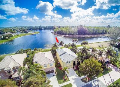 Royal Palm Beach Single Family Home For Sale: 2105 Reston Cir
