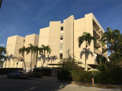 Miami Beach Condo For Sale: 7601 Byron Ave #4B