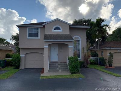 Pembroke Pines Single Family Home For Sale: 11759 NW 12th St