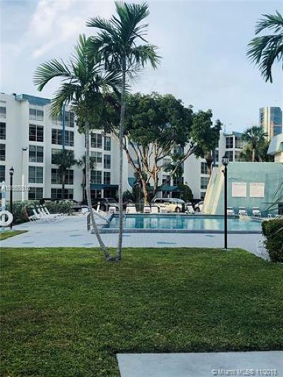 Sunny Isles Beach Condo For Sale: 17570 Atlantic Blvd #318