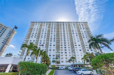Sunny Isles Beach Condo For Sale: 500 Bayview Dr #2119