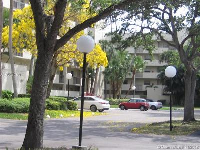 Coconut Creek Condo For Sale: 3100 NW 42nd Ave #D204