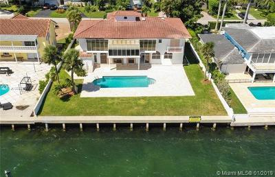 North Miami Single Family Home For Sale: 11420 N Bayshore Dr