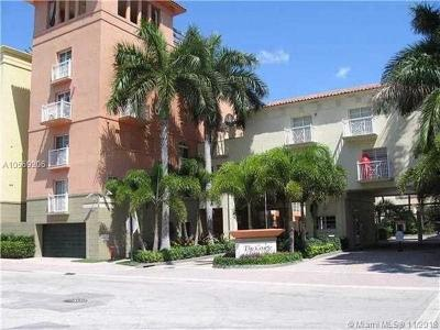 Miami Beach Condo For Sale: 140 Meridian Ave #325