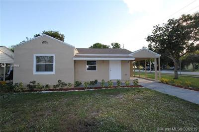 West Palm Beach FL Single Family Home For Sale: $245,000