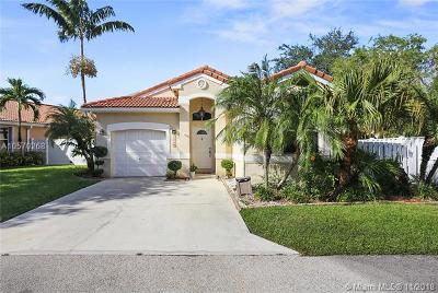 Davie Single Family Home For Sale: 15125 SW 49th Ct