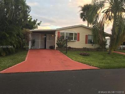 Boynton Beach Single Family Home For Sale: 793 Suntree Pl