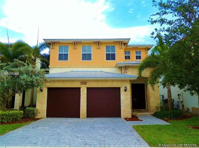 Doral Single Family Home For Sale: 10464 NW 70th Ln