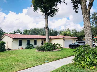 Miami Lakes Single Family Home Active With Contract: 6960 Willow Ln