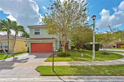 Coconut Creek Single Family Home For Sale: 4062 Crescent Creek Pl