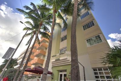 Condo Active With Contract: 4130 Collins Ave #301