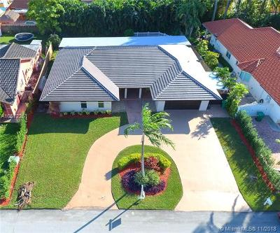 Hialeah Gardens Single Family Home For Sale: 10430 NW 130th St