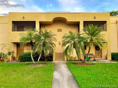 Broward County Condo For Sale: 153 Lakeview Dr #104