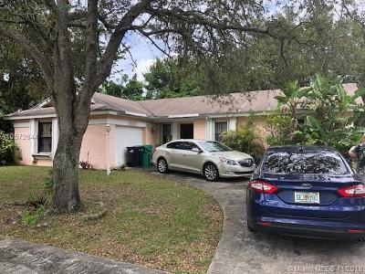 Miami FL Single Family Home For Sale: $220,000