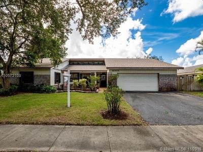 Cooper City Single Family Home For Sale: 4008 E Sailboat Dr
