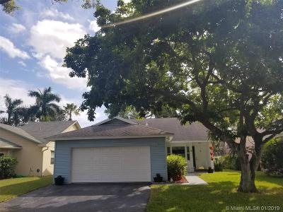 Davie Single Family Home For Sale: 8330 SW 41st Ct