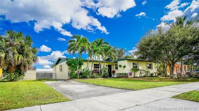 Hialeah Single Family Home For Sale: 17501 NW 82nd Ct