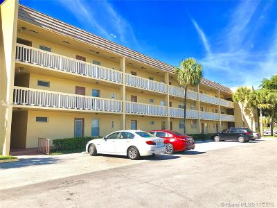Tamarac Condo For Sale: 6091 NW 61st Ave #210