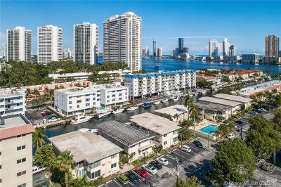 North Miami Beach Single Family Home For Sale: 3681 NE 170th St #2