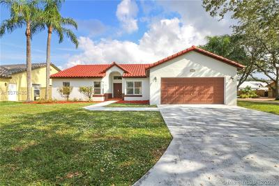 Hialeah Single Family Home For Sale: 19601 NW 88th Ct