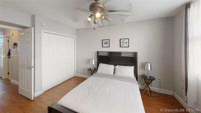 Miami Beach Condo For Sale: 713 Collins Ave #33