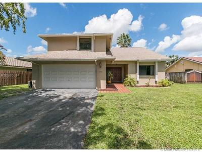 Pembroke Pines Single Family Home For Sale: 810 SW 95th Ter