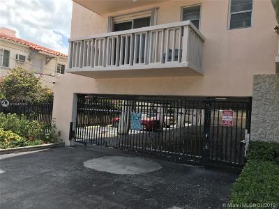 Miami Beach Condo For Sale: 7620 Carlyle #202