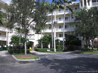 Pompano Beach Condo For Sale: 3500 Oaks Clubhouse Dr #405