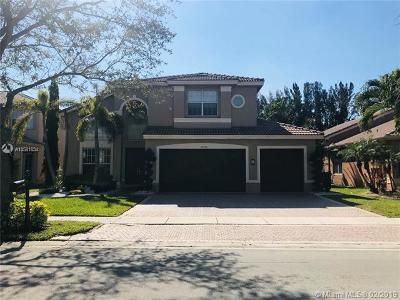 Sunset Lakes, Sunset Lakes Estates, Sunset Lakes One 164-34 B, Sunset Lakes Parcel D At, Sunset Lakes Plat One, Sunset Lakes Plat Three, Sunset Lakes Plat Three 1, Sunset Lakes Three, Sunset Lakes Two 166-24 B Single Family Home For Sale: 18572 SW 55th St