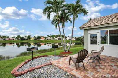 Royal Palm Beach Single Family Home For Sale: 113 Derby Ln