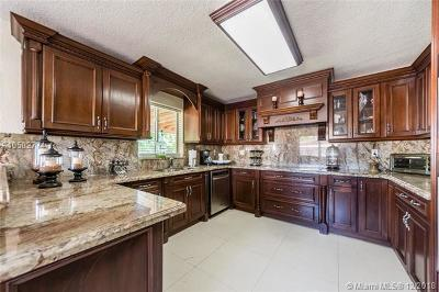 Miami Single Family Home For Sale: 10260 SW 48th St