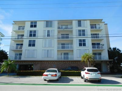 Bay Harbor Islands Condo For Sale: 9270 W Bay Harbor Dr #2D
