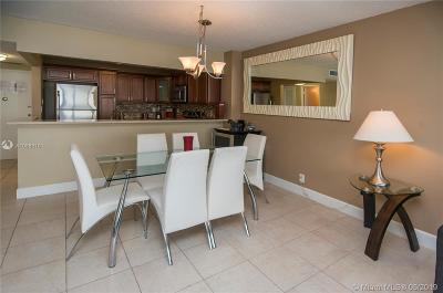 Hollywood Condo For Sale: 3725 S Ocean Dr #823
