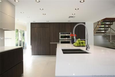 Miami Single Family Home For Sale: 1905 S Oak Haven Cir