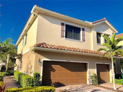 Tamarac Condo For Sale: 5899 NW 56th Pl #5899
