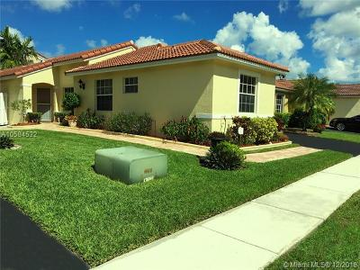 Pembroke Pines Condo For Sale: 17251 NW 6th St