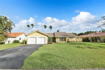 Broward County Single Family Home For Sale: 8455 NW 1st St