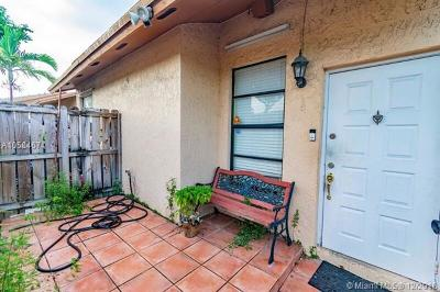 Hialeah Condo For Sale: 6735 NW 192nd Ln #6735