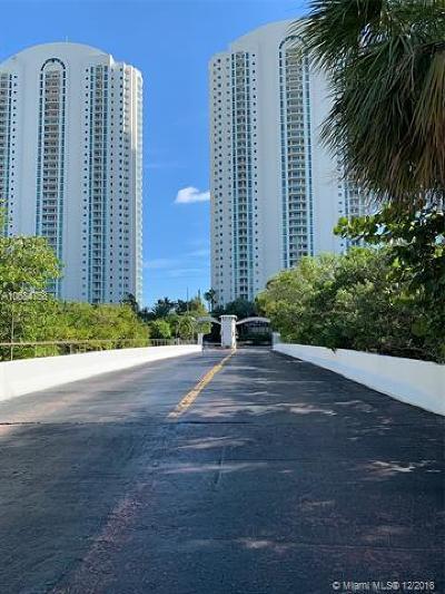 Sunny Isles Beach Single Family Home For Sale: 202 Poinciana Dr