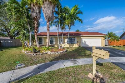 Broward County Single Family Home For Sale: 2853 108th Ave
